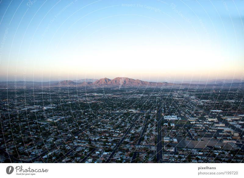 Sim City Ferne Freiheit Umwelt Landschaft Himmel Wolkenloser Himmel Sommer Felsen Berge u. Gebirge Las Vegas Nevada Amerika Stadt bevölkert Haus Verkehrswege