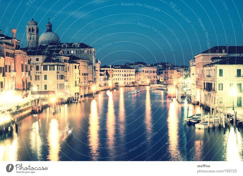 Grande Venedig Italien Stadt Hafenstadt Stadtzentrum Altstadt Skyline schön Canal Grande palazzo Kirche prächtig Nachtaufnahme Langzeitbelichtung Licht