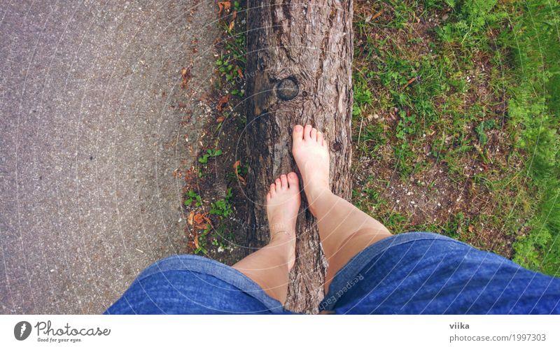 Barfuß in der Natur Freude Gesundheit Leben Wohlgefühl Zufriedenheit Sinnesorgane Freiheit Sommer feminin Junge Frau Jugendliche Fuß 1 Mensch 18-30 Jahre