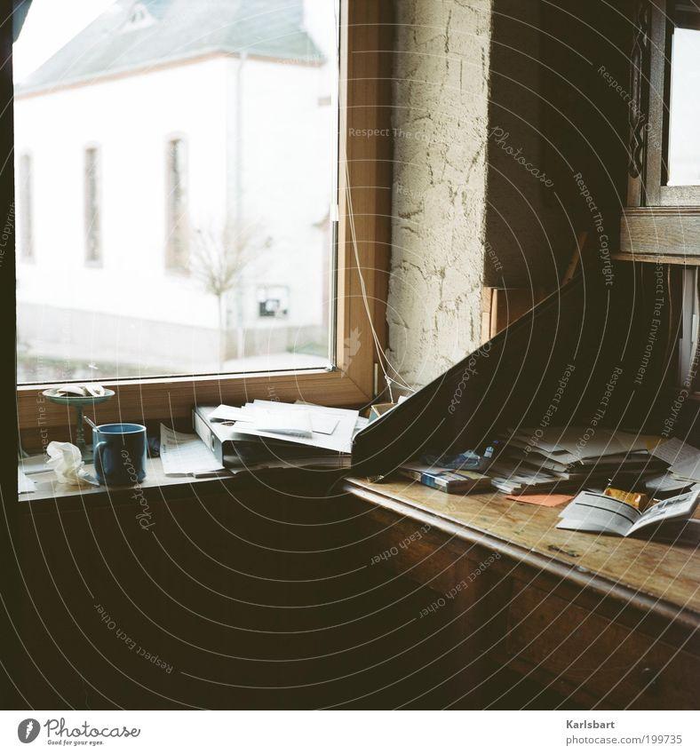 gedanken. sind frei. ruhig Leben Fenster Stil Raum Wohnung Innenarchitektur Papier Studium Lifestyle Häusliches Leben Bildung Schreibtisch Schriftstück Tasse chaotisch