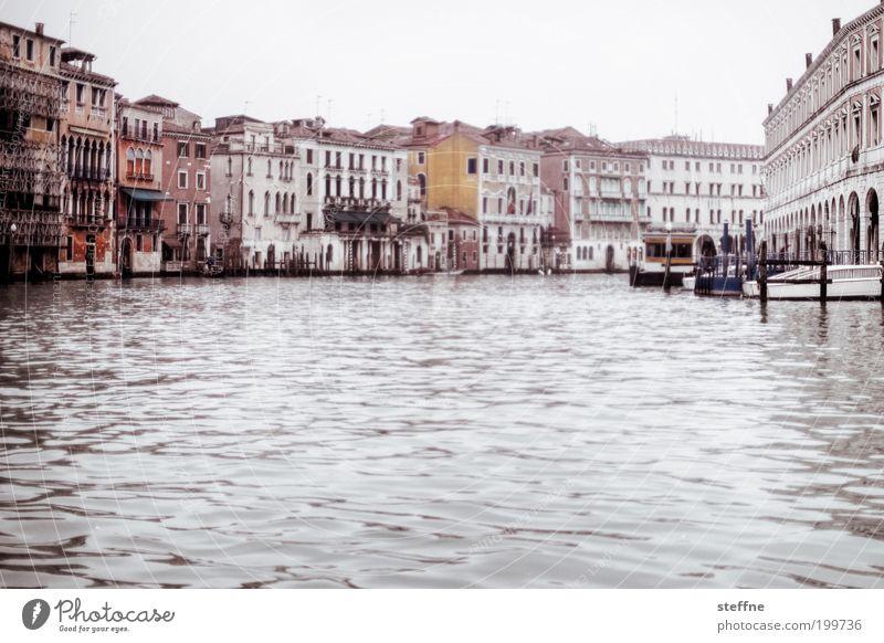 Gondelfahrt Venedig Italien Stadt Hafenstadt Stadtzentrum Altstadt schön Canal Grande Gondel (Boot) palazzo Palast Wasserfahrzeug Schifffahrt ruhig elegant