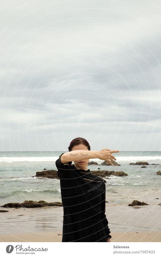 verschlossen Mensch Frau Himmel Natur Wasser Meer Erholung Wolken ruhig Ferne Strand Erwachsene Auge Umwelt Gefühle Küste