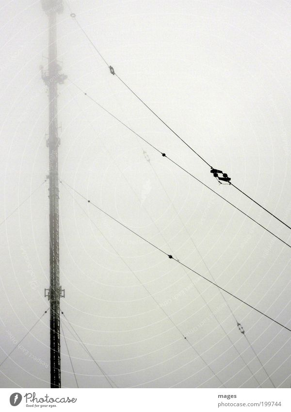 Elektrosmog Nebel Energie hoch Energiewirtschaft Telekommunikation Strahlung Stahlkabel Antenne Sender Sendemast