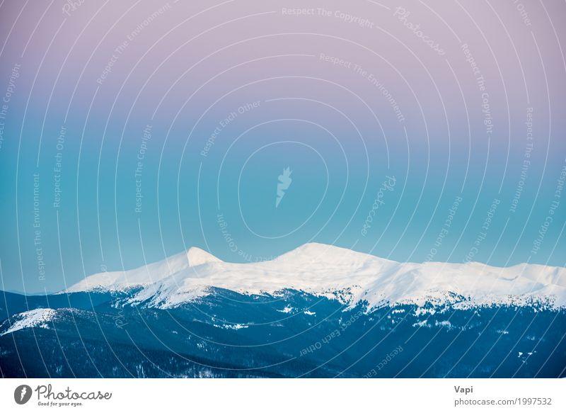 Sonnenuntergang in den Winterbergen bedeckt mit Schnee Natur Ferien & Urlaub & Reisen blau weiß Landschaft rot Berge u. Gebirge Frost Schneebedeckte Gipfel