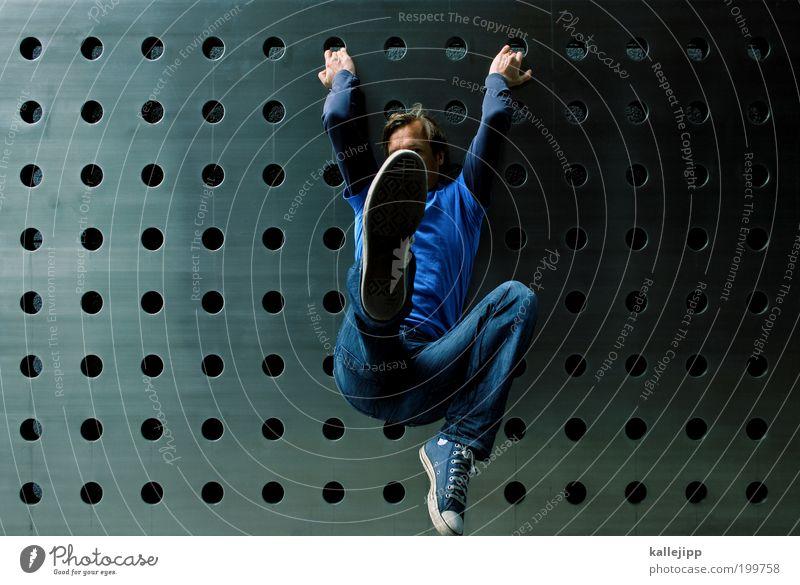 dreizehn zu acht Fitness Sport-Training Kampfsport maskulin Mann Erwachsene Körper T-Shirt Jeanshose Turnschuh hängen kämpfen Bewegung Kreativität