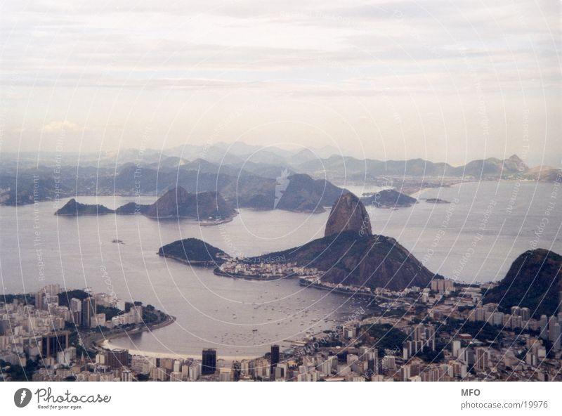 rio de janiero, blick vom corcovado Meer Ferne Rio de Janeiro Küste Felsen Bucht Aussicht Wahrzeichen Brasilien Bekanntheit Südamerika Attraktion Ausflugsziel Corcovado-Botafogo Zuckerhut (Felsen) weltberühmt