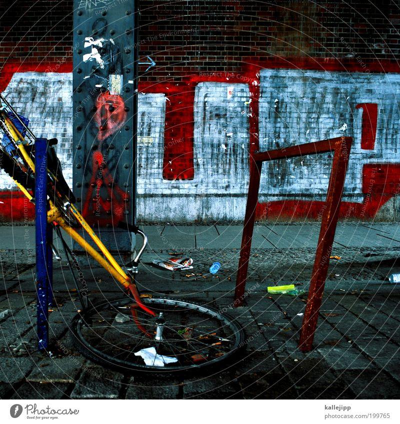 auf dem weg in den fahrradhimmel Graffiti Fahrrad kaputt Wut Pfeil Gewalt Ärger Aggression Hass Frustration Rache Jugendkultur Subkultur Fahrradständer Abstellplatz