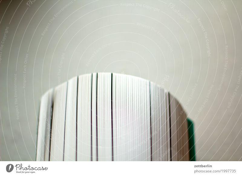 Drucksache Buch Druckerei Druckerzeugnisse gerollt wickeln rund Wölbung Bogen lesen Literatur Papier Rolle Buchseite Prospekt Studium Lesestoff Textfreiraum