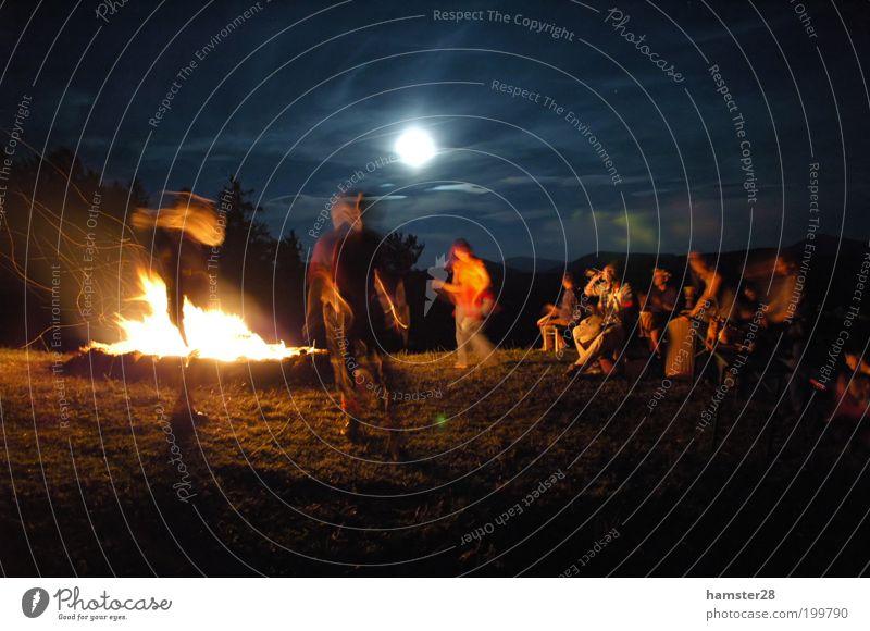 Sonnenwende Mensch Sommer Freude Leben Bewegung Party Menschengruppe Feste & Feiern Tanzen Abenteuer Feuer Tanzveranstaltung Veranstaltung Meditation exotisch Tänzer