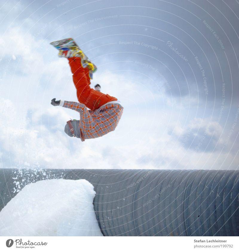 huch?!?! Himmel blau rot Wolken Sport Lifestyle außergewöhnlich fliegen springen Tourismus Körper Geschwindigkeit Mut Röhren Schweben Snowboard