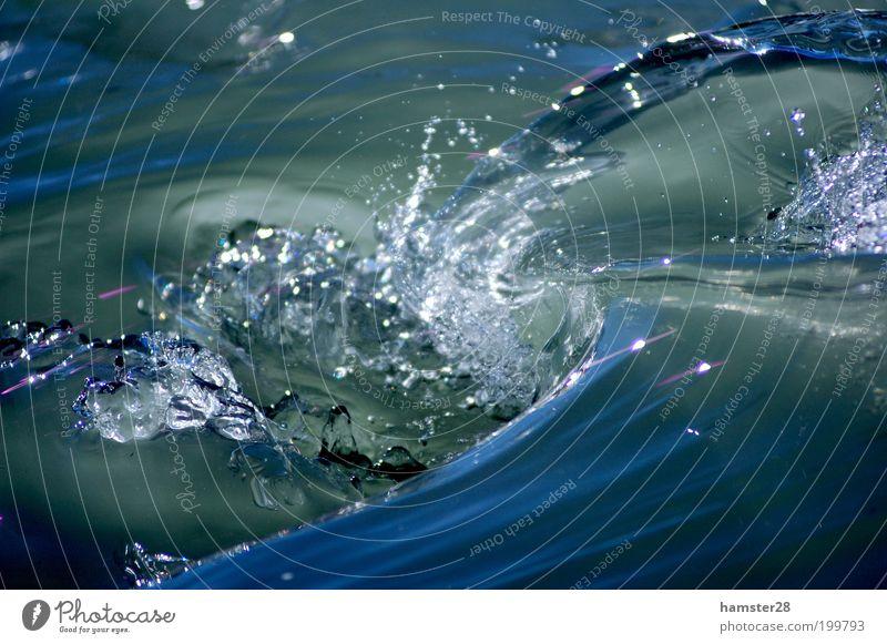 Wasserstrudel Natur Wasser blau Leben Umwelt Wassertropfen nass frisch Fluss Sauberkeit rein Klarheit Flüssigkeit fließen Wasserwirbel Verwirbelung