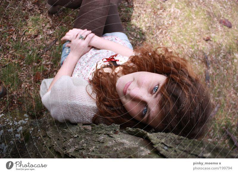 I don't know Frau Mensch Natur Jugendliche Baum Pflanze Sommer Erwachsene Herbst feminin Gefühle Mode Zufriedenheit Bekleidung Lächeln Gelassenheit