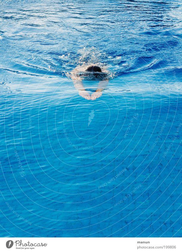 Gleitzeit Mensch Mann blau Ferien & Urlaub & Reisen Sommer Erwachsene Sport Leben Bewegung Gesundheit Schwimmen & Baden Arme frisch Aktion Schwimmbad Ziel