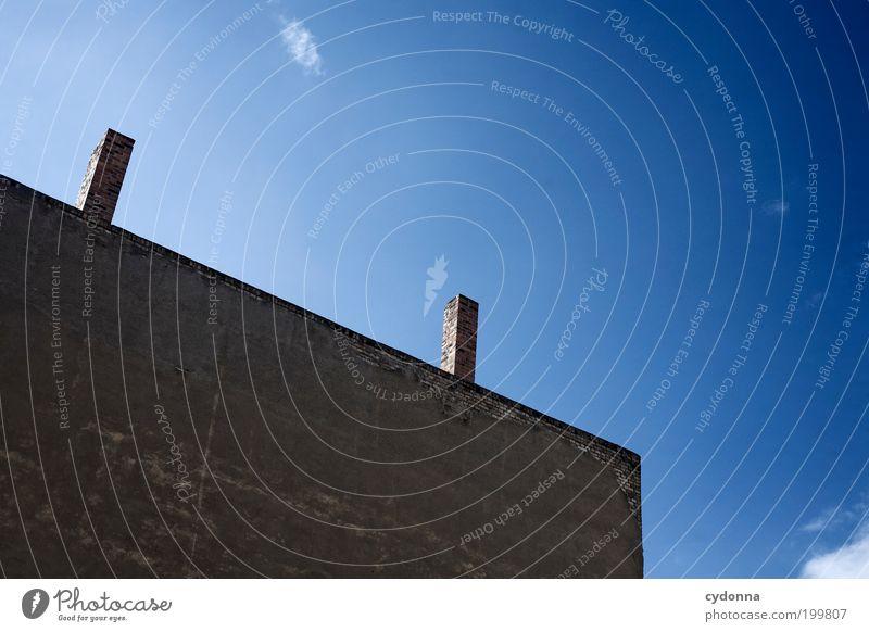 [HAL] hoch 2 Stil Himmel Haus Architektur Mauer Wand Fassade Schornstein ästhetisch entdecken gleich Idee ruhig stagnierend blau Farbfoto Außenaufnahme