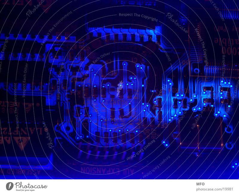 Finstere Technologie 2 Platine Computer Halbleiter Platinenlayout Schaltplan Elektrisches Gerät Technik & Technologie Elektronik Mikrochip Entwurf