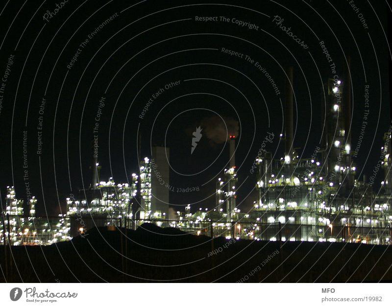 Leuna-Raffinerie bei Nacht Industrie Technik & Technologie Maschine Erdöl Aktien Produktion High-Tech Raffinerie Leuna Schwerindustrie