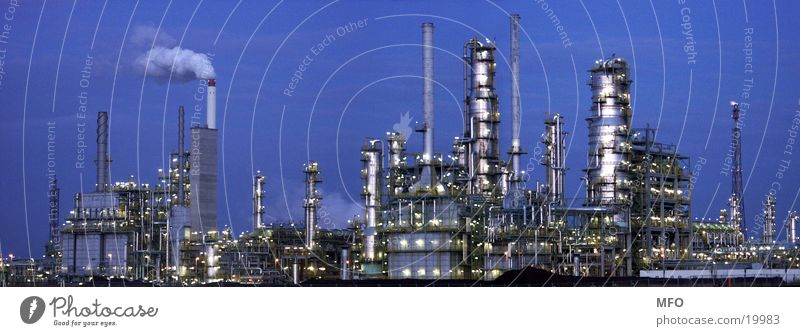 Leuna Raffinerie Panorama Rohstoffe & Kraftstoffe Panorama (Aussicht) Industrie Erdöl Technik & Technologie Schornstein Baugerüst Strukturen & Formen groß