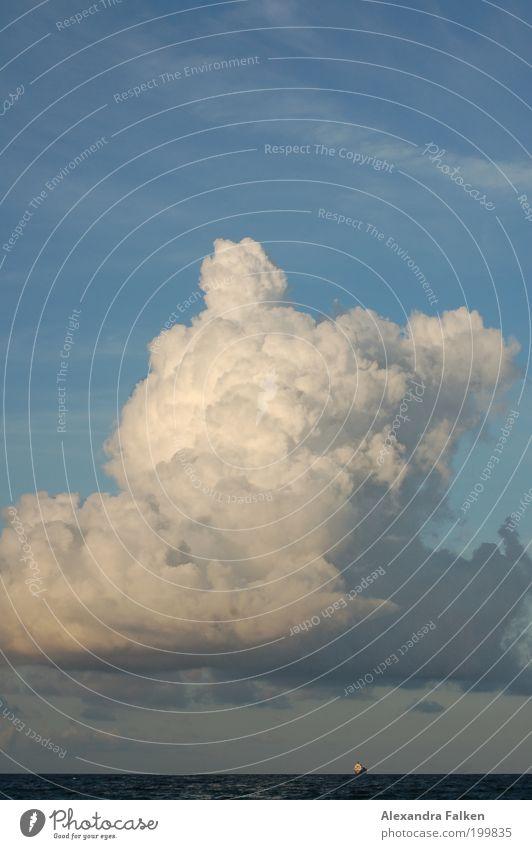 Winde wehn, Schiffe gehn... Wetter ästhetisch Wolken Wolkenhimmel Meer Wasser Wasserfahrzeug Schifffahrt Frachter Nordsee Wolkenberg Außenaufnahme Menschenleer