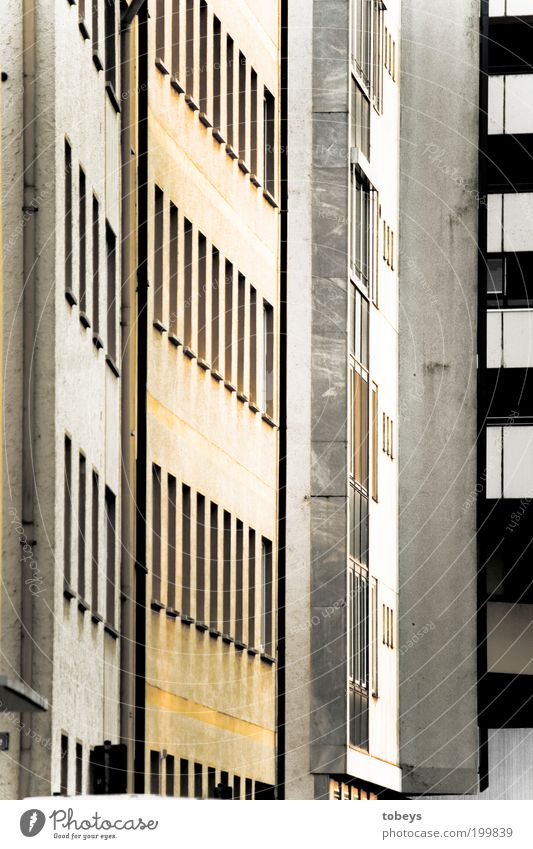 Massenabfertigung Stadt Haus Wand Fenster Mauer Gebäude Zusammensein Wohnung Hochhaus Fassade Lifestyle Balkon Etage anonym Hausbau bevölkert