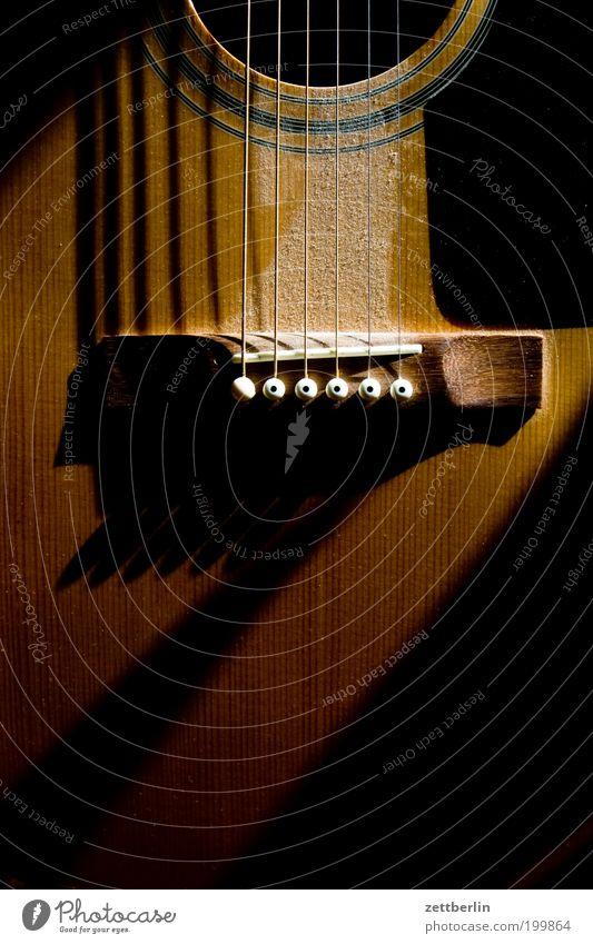 Dunkle Gitarre Musik Holz Musikinstrument Staub Saite akustisch Saiteninstrumente