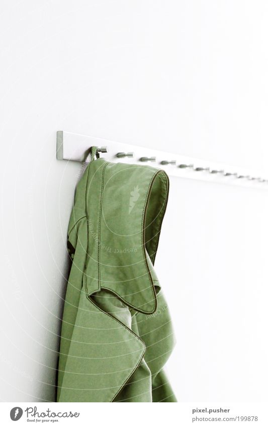 Jacke Bekleidung Mantel Leder grün weiß ästhetisch Einsamkeit Dienstleistungsgewerbe Stil Häusliches Leben Farbfoto Innenaufnahme Textfreiraum rechts