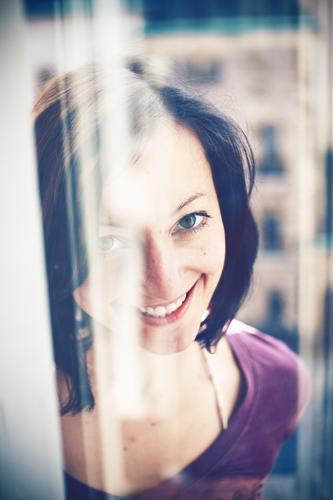6 feminin Junge Frau Jugendliche Erwachsene Kopf Haare & Frisuren Gesicht 1 Mensch 18-30 Jahre brünett langhaarig Lächeln einfach Fröhlichkeit Glück hell