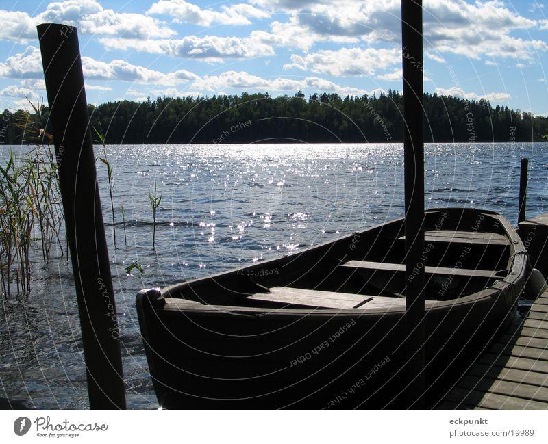 See in Schweden Wasser Sonne Wolken Wasserfahrzeug Steg