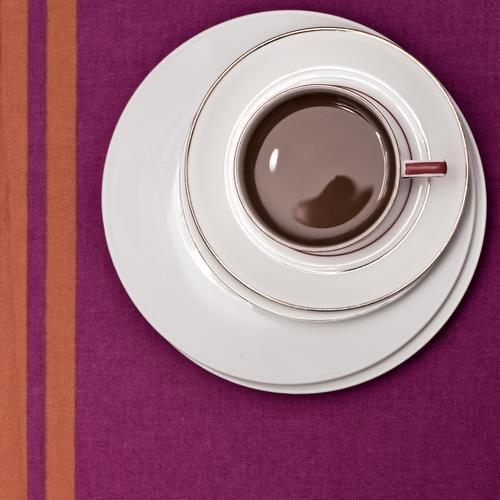 Bei Oma Kaffeetrinken Kaffeetasse Kaffeetisch Kaffeepause Geschirr Getränk Tasse Untertasse Teller Mokka Cappuccino Latte Macchiato Geometrie Makroaufnahme