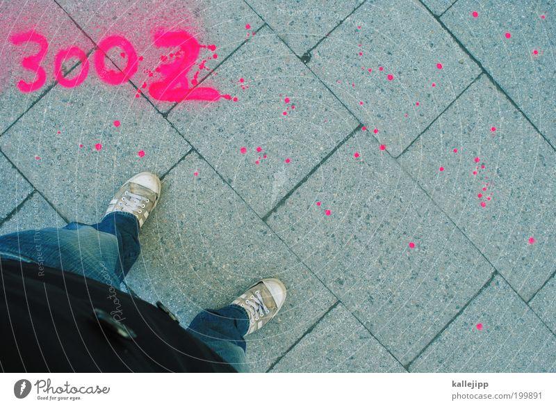 standpunkt Mensch Mann Fuß Beine Graffiti Erwachsene rosa Lifestyle modern Jeanshose stehen Ziffern & Zahlen Punkt Zeichen Jacke Turnschuh