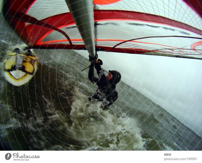 Beachstart Himmel Natur Jugendliche Wasser rot Meer Strand Wolken schwarz Erwachsene Landschaft Sport Bewegung Regen Wellen Wind
