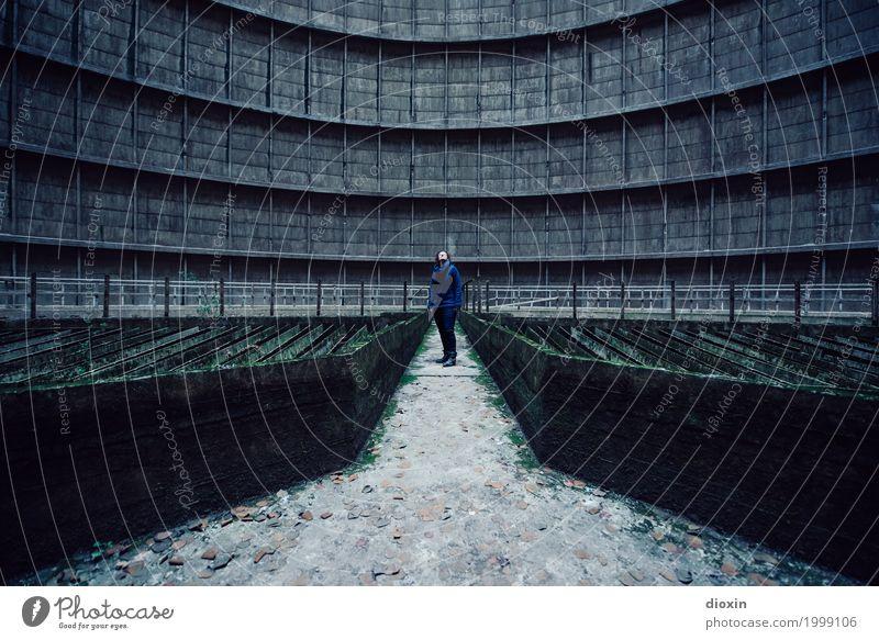 Inside the cooling tower [15] Abenteuer Energiewirtschaft Kernkraftwerk Kohlekraftwerk Energiekrise Industrie Mensch feminin Junge Frau Jugendliche 30-45 Jahre