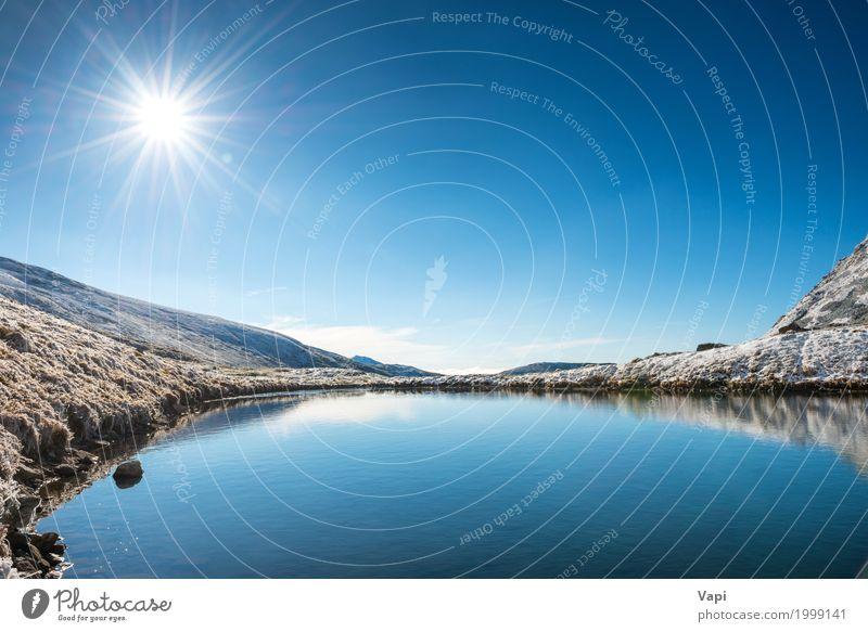 Schöner blauer See in den Bergen Ferien & Urlaub & Reisen Tourismus Sommer Sonne Winter Schnee Berge u. Gebirge Umwelt Natur Landschaft Wasser Himmel
