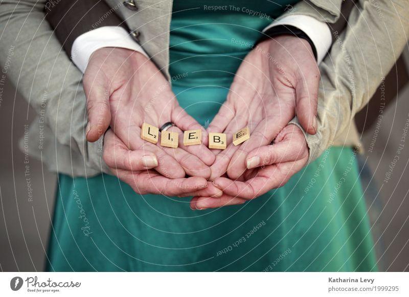 Liebe Feste & Feiern Hochzeit Mensch Paar Hand 2 Mode Kleid Anzug Kitsch Krimskrams Schriftzeichen Herz Zusammensein Glück grün Lebensfreude Frühlingsgefühle