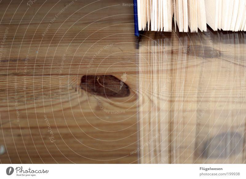 Neuerscheinung wirft seine Schatten voraus Arbeit & Erwerbstätigkeit Freizeit & Hobby Buch Papier Studium Tisch Bildung Wissenschaften Arbeitsplatz Ladengeschäft Printmedien Bibliothek Möbel Tischplatte Raum Reflexion & Spiegelung