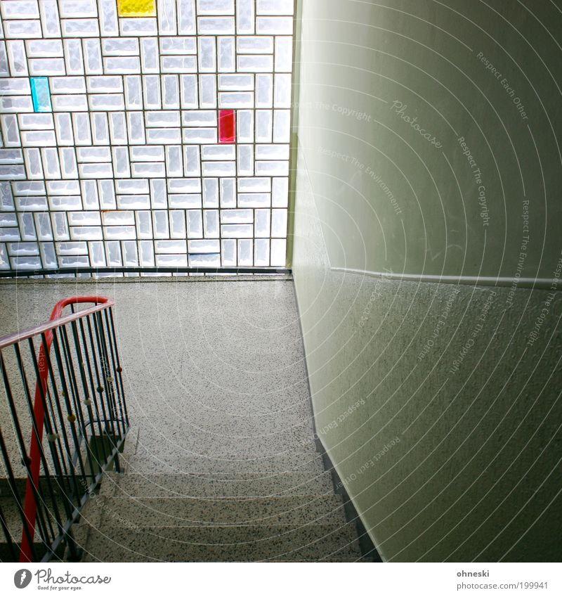 Primärfarben blau rot Haus gelb Gebäude Architektur Treppe Häusliches Leben Innenarchitektur Geländer Treppengeländer Treppenhaus Muster Glasbaustein