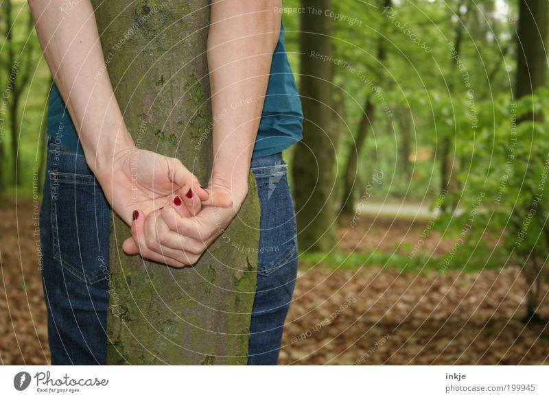 none was there ...but me Mensch Jugendliche Hand Baum Einsamkeit Erwachsene Wald Leben Gefühle Stimmung Park Angst warten außergewöhnlich gefährlich stehen
