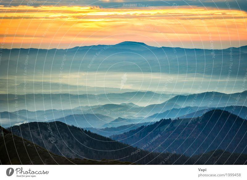 Blaue Berge und Hügel unter Sonnenuntergang Himmel Natur Ferien & Urlaub & Reisen blau Sommer Farbe grün weiß Baum Landschaft rot Wolken Wald Berge u. Gebirge