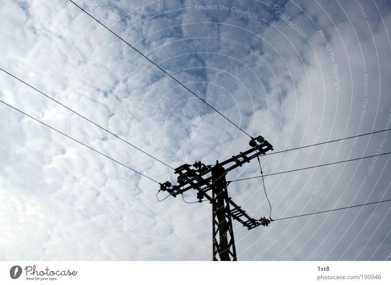 Querstromzerspaner weiß blau Wolken Horizont Industrie Energiewirtschaft Elektrizität Netzwerk Zukunft Technik & Technologie Telekommunikation Sonnenenergie Spannung Strommast Leitung Hochspannungsleitung