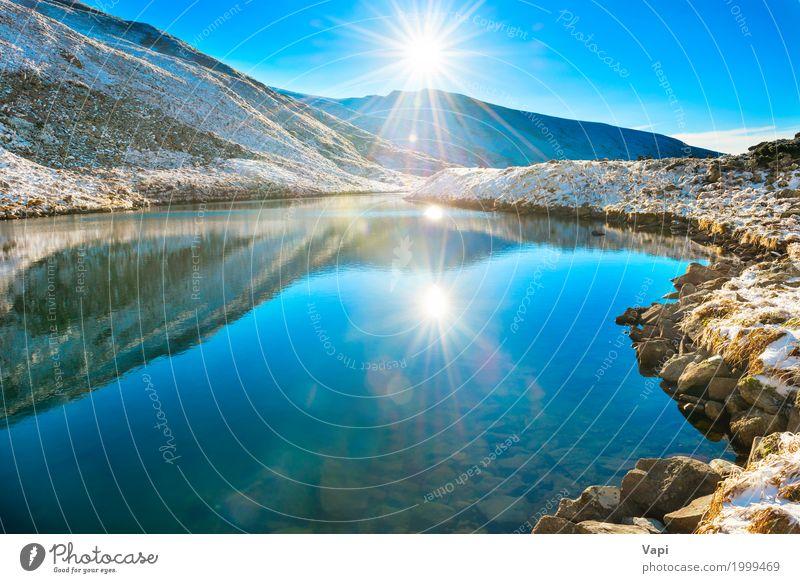 Schöner blauer See in den Bergen, Morgensonnenaufgangzeit Himmel Natur Ferien & Urlaub & Reisen Sommer Wasser weiß Sonne Landschaft Winter Strand