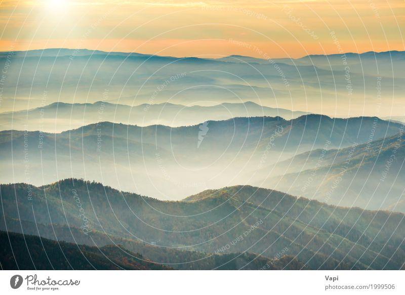 Schöne blaue Berge und Hügel Himmel Natur Ferien & Urlaub & Reisen Sommer Farbe weiß Sonne Baum Landschaft rot Ferne Wald Berge u. Gebirge schwarz gelb