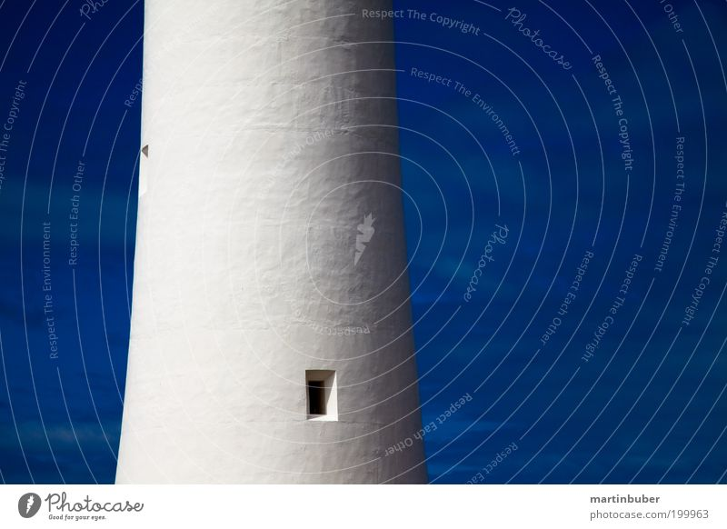 LeUcHtTuRm aBsChNiTt alt Himmel weiß blau Wand Stil Fenster Mauer hell Kraft groß ästhetisch stehen Turm Schutz Zeichen