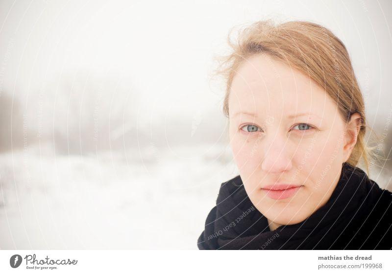 SCHNEEKÖNIGEN Mensch Jugendliche schön weiß Gesicht Einsamkeit feminin Stil Haare & Frisuren Denken Erwachsene elegant Frau beobachten einzigartig