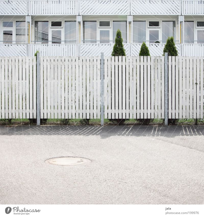 lllllll|llllllllll|llllllllll|lllllll weiß Baum Haus Fenster Garten Holz Gebäude hell Architektur Ordnung ästhetisch Sauberkeit Neugier Balkon Zaun Nachbar
