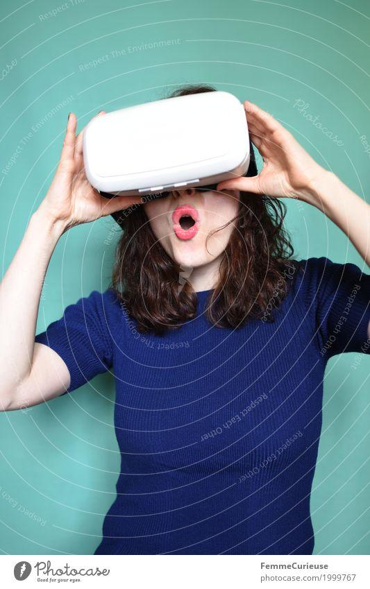 Virtuelle Realität (09) feminin Junge Frau Jugendliche Erwachsene 1 Mensch 18-30 Jahre erleben Überraschung wirklich authentisch dreidimensional Fortschritt