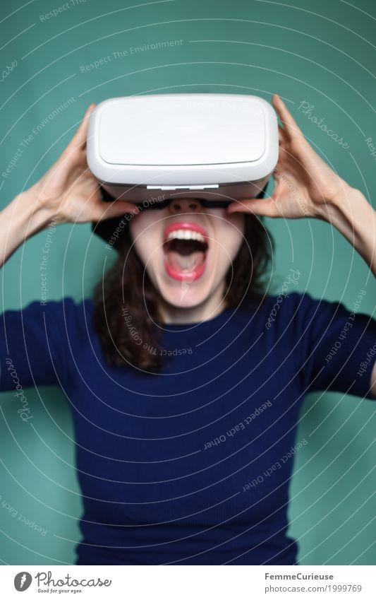 Virtuelle Realität (16) feminin Junge Frau Jugendliche Erwachsene Mensch 18-30 Jahre erleben dreidimensional Technik & Technologie Zukunft Fortschritt VR-Brille