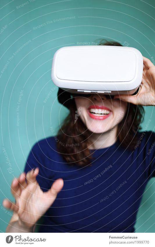 Virtuelle Realität (06) Mensch Frau Jugendliche Junge Frau Freude 18-30 Jahre Erwachsene feminin lachen modern Technik & Technologie authentisch Lächeln Zukunft