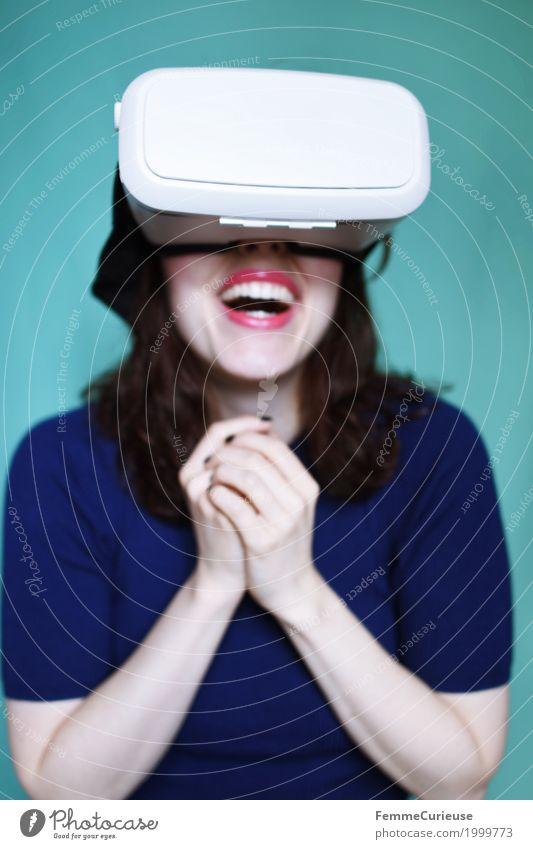 Virtuelle Realität (05) feminin Junge Frau Jugendliche Erwachsene 1 Mensch 18-30 Jahre erleben Technik & Technologie Cyberspace Freude Ereignisse Erfahrung