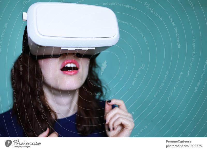 Virtuelle Realität (08) feminin Junge Frau Jugendliche Erwachsene 1 Mensch 18-30 Jahre erleben aufregend Aufregung Spannung gespannt wirklich virtuell Brille
