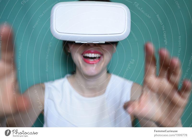Virtuelle Realität (03) Mensch Frau Jugendliche Junge Frau 18-30 Jahre Erwachsene feminin Brille erleben wirklich virtuell Cyberspace