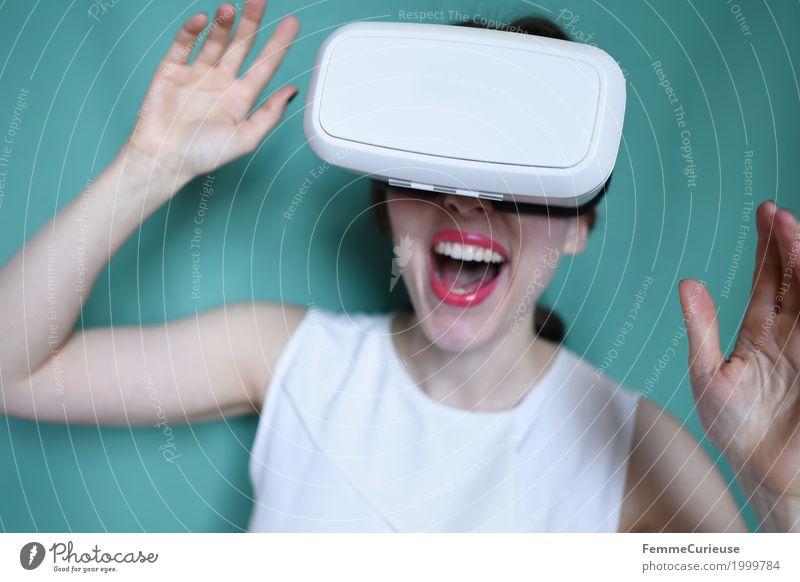 Virtuelle Realität (15) feminin Junge Frau Jugendliche Erwachsene Mensch 18-30 Jahre erleben VR-Brille Virtual-Reality-Brille virtuelle Realität wirklich